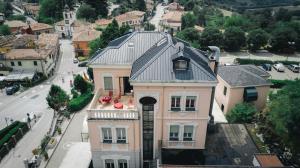 Vista aerea di Villa Lussana