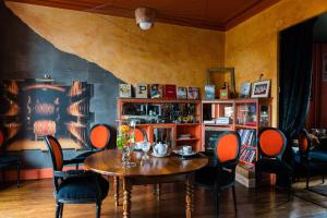 A restaurant or other place to eat at Villa Chanelle
