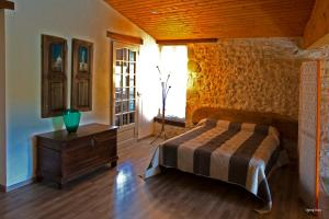 A bed or beds in a room at Moulin de Cocussotte