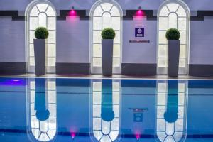 The swimming pool at or near Mercure Exeter Southgate Hotel