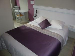 A bed or beds in a room at A La Porte Saint Jean