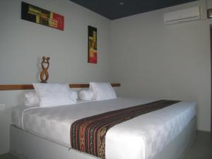 A bed or beds in a room at Cafe Alberto B and B