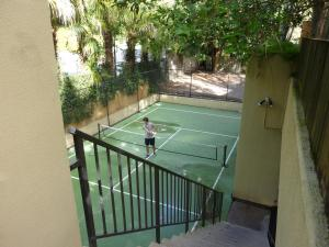 Tennis and/or squash facilities at Ocean Breeze Resort or nearby