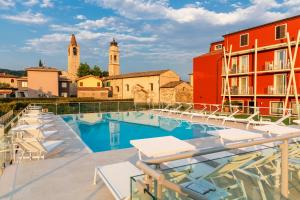 The swimming pool at or close to Hotel Speranza