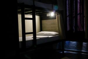 A bunk bed or bunk beds in a room at Alberg Costa Brava