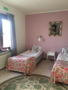 Säng eller sängar i ett rum på Pensionat Augustin