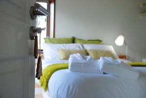 A bed or beds in a room at Cal Baridà