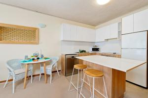 A kitchen or kitchenette at Oceanview at Flynns