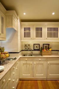 A kitchen or kitchenette at Real Residência - Apartamentos Turísticos