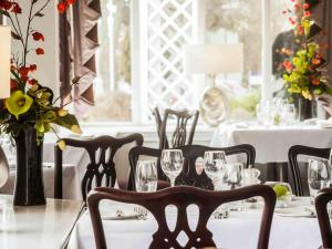 A restaurant or other place to eat at Mercure St. Albans Noke Hotel