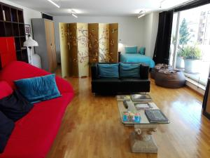 A seating area at Vila Real Loft 360º