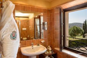 A bathroom at La Bagnaia Golf & Spa Resort Siena - Curio, A Collection by Hilton