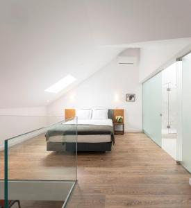 A bed or beds in a room at Lisbon Serviced Apartments - Chiado Emenda