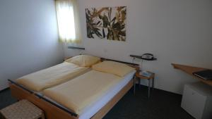 Кровать или кровати в номере Hotel Crystal
