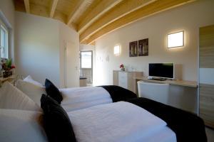 Ein Bett oder Betten in einem Zimmer der Unterkunft Hotel-Restaurant-Haus Berger
