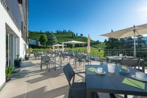 A restaurant or other place to eat at Residence Garni Hotel Vineus