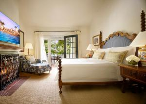 A bed or beds in a room at Four Seasons Resort The Biltmore Santa Barbara
