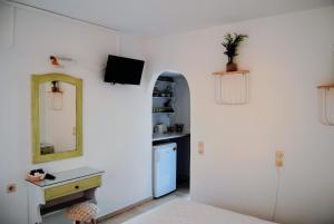 Μια τηλεόραση ή/και κέντρο ψυχαγωγίας στο Fotinos House Skiathos