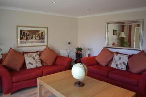 A seating area at Maple Cottage B&B