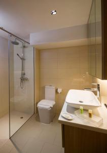 A bathroom at Park Avenue Robertson (SG Clean)
