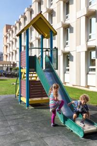 Niños alojados en Novotel Nice Aéroport Cap 3000