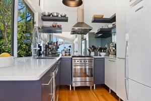 A kitchen or kitchenette at Arty beach house @ Lighthouse