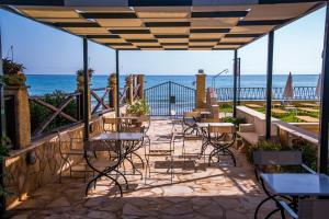 A restaurant or other place to eat at Andreolas Luxury Suites
