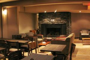 A restaurant or other place to eat at Lakeview Inns & Suites - Fort St. John