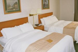 A bed or beds in a room at Lakeview Inns & Suites - Fort St. John