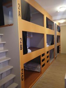 A bunk bed or bunk beds in a room at Birmingham Central Backpackers