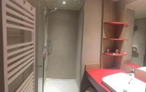 Salle de bains dans l'établissement Village Club Les Tavaillons