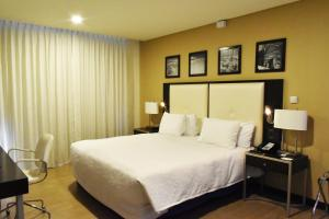 A bed or beds in a room at Hampton by Hilton Santa Cruz