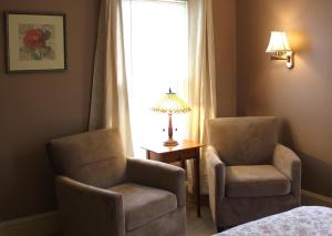 A seating area at White Cedar Inn Bed and Breakfast