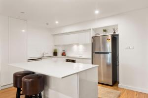 A kitchen or kitchenette at Pacific Towers Beach Resort