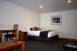 A bed or beds in a room at Risby Cove