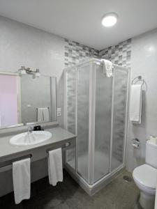 A bathroom at Apartamentos Perla Marina
