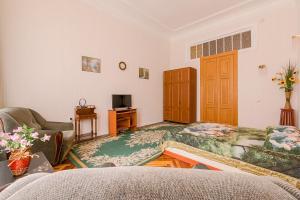 Гостиная зона в 1 Room Apartment on Chaykovskogo