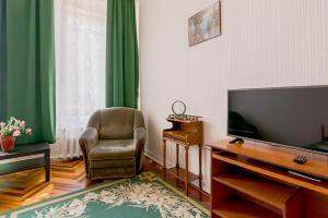Телевизор и/или развлекательный центр в 1 Room Apartment on Chaykovskogo
