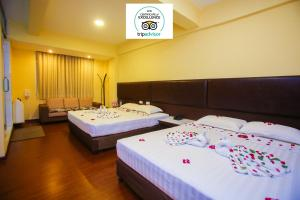 A bed or beds in a room at Grace Treasure Hotel