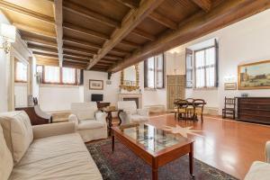 Area soggiorno di Campitelli Fascinating Apartment