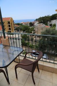 A balcony or terrace at Apartmani Irena
