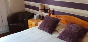 A bed or beds in a room at Dergfield House B&B