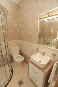 Hotel Cleon tesisinde bir banyo