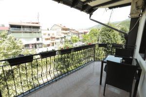 Hotel Cleon tesisinde bir balkon veya teras