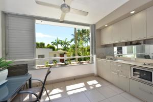 A kitchen or kitchenette at Seascape Holidays - Club Trop