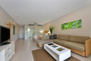 A seating area at Seascape Holidays - Club Trop