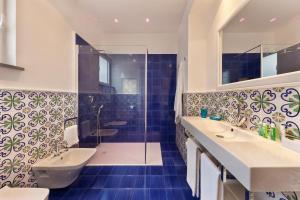 A bathroom at La Casa dell'Orologio