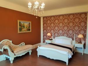 A bed or beds in a room at Haut Rhin Villa