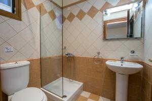A bathroom at Villa Katerina