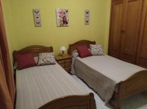 A bed or beds in a room at Apartamentos La Banda